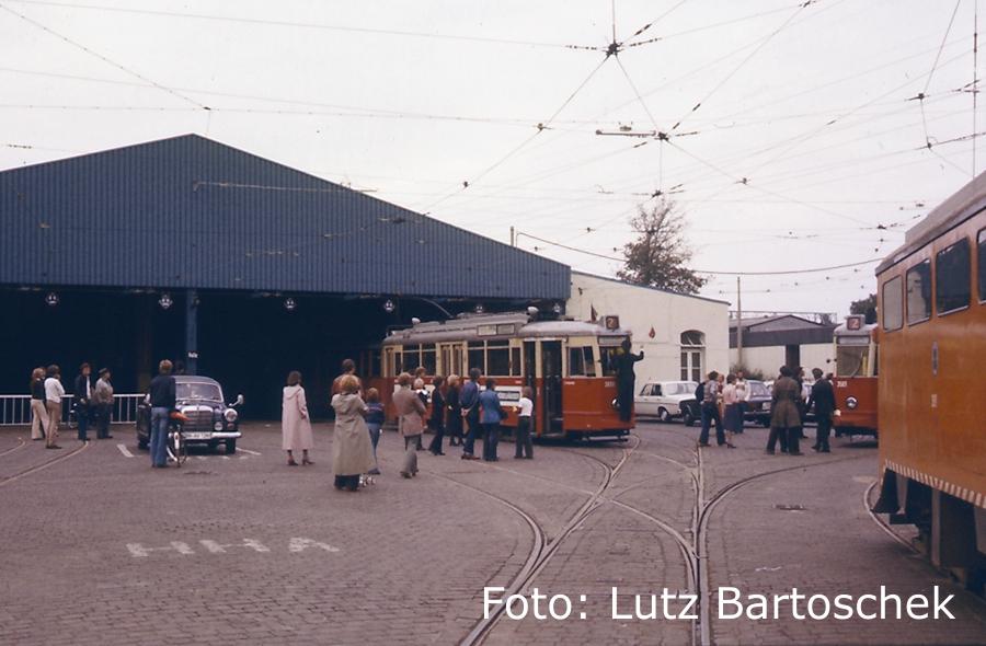 Geschmückte Straßenbahn in Lokstedt